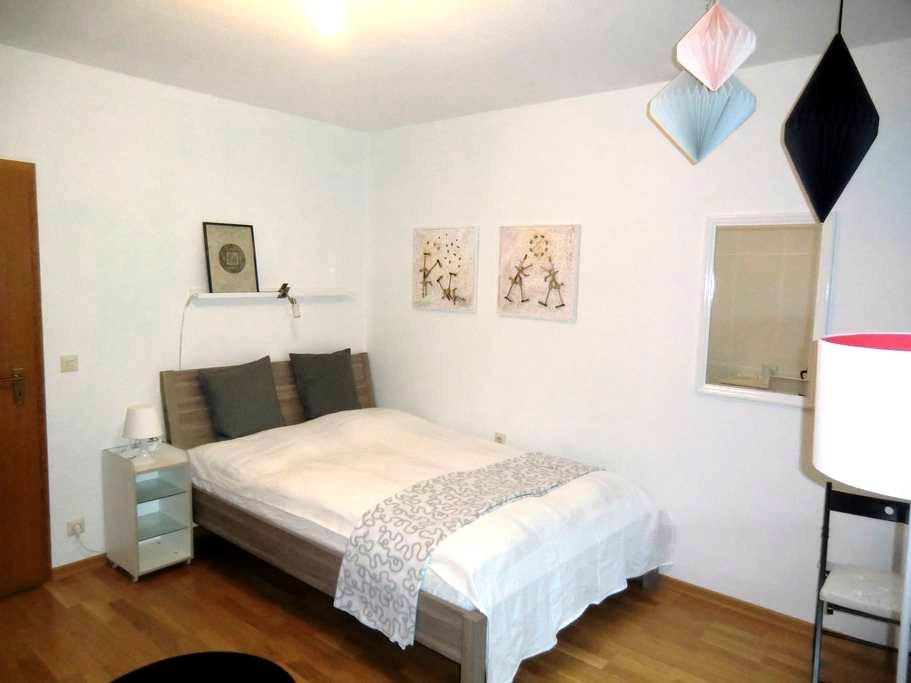 Chices Zimmer mit Bad und Balkon - Heidelberg - Rumah