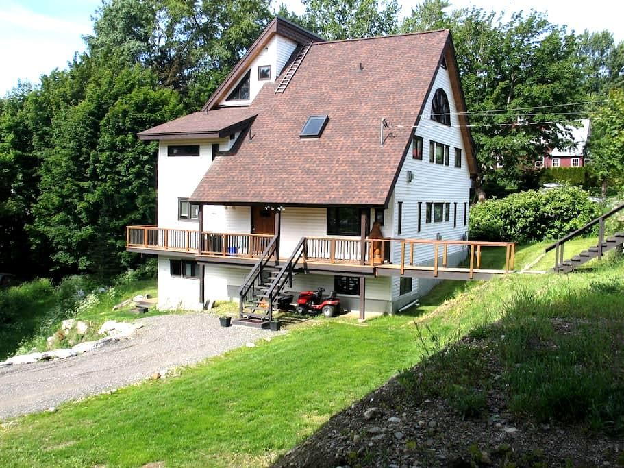 Large private house in Rossland - Rossland - House