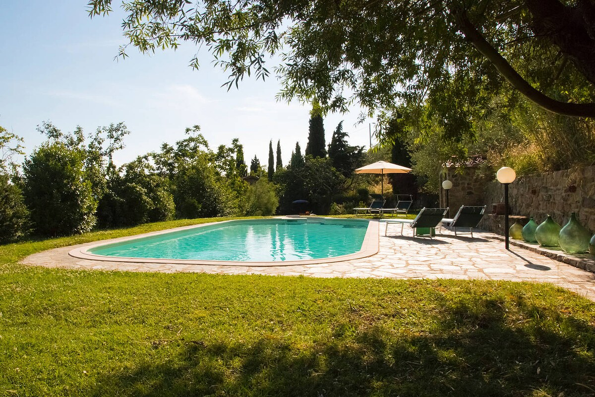 House in farm property w/pool, view