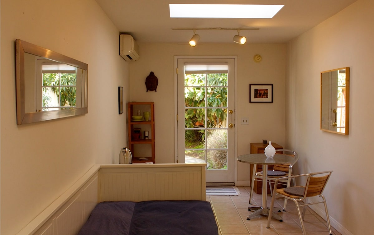 Bright Guesthouse in Santa Monica