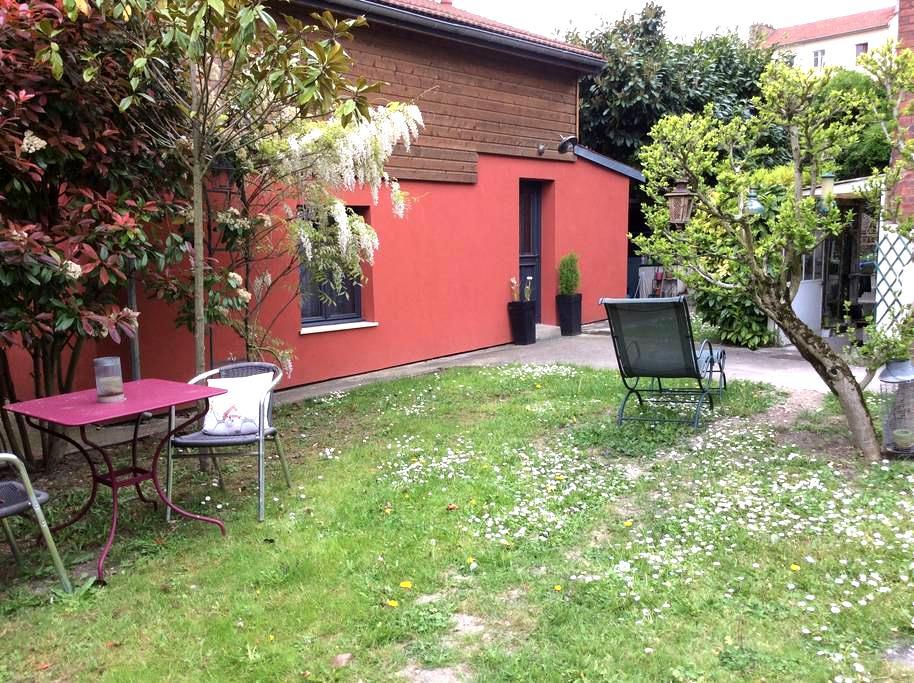 Maisonnette 27m2  sur propriété privée - Suresnes - Ev