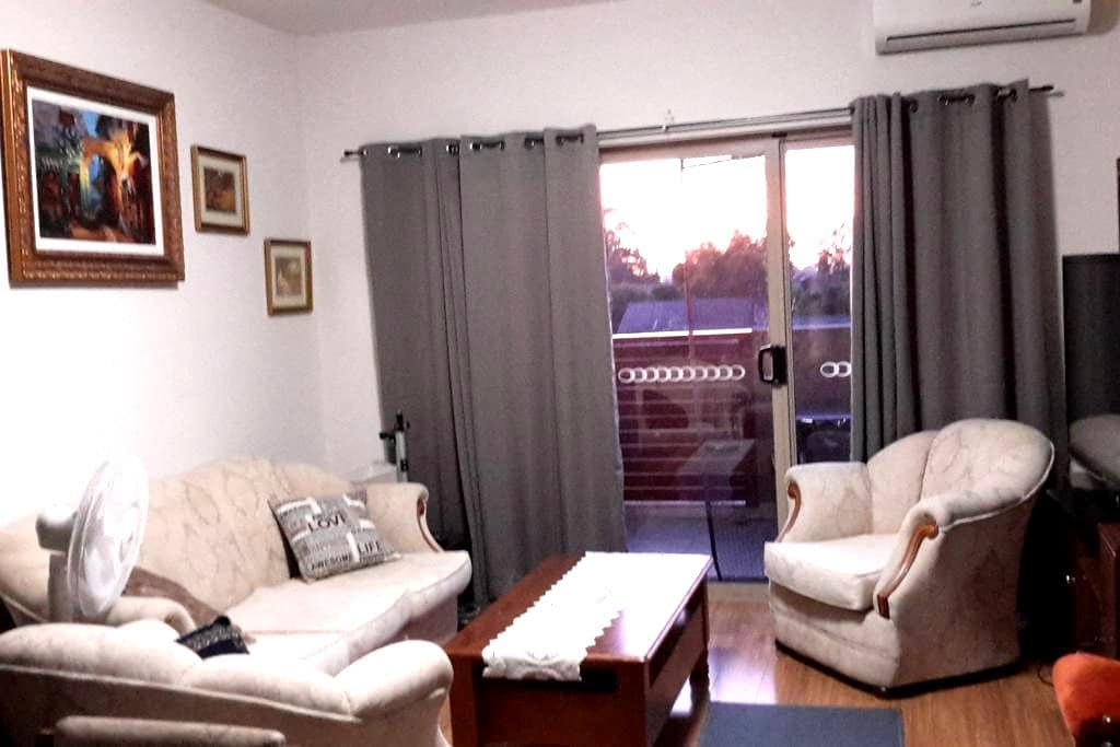 A Third Floor Apartment Close to Amenities - Noble Park - Appartement