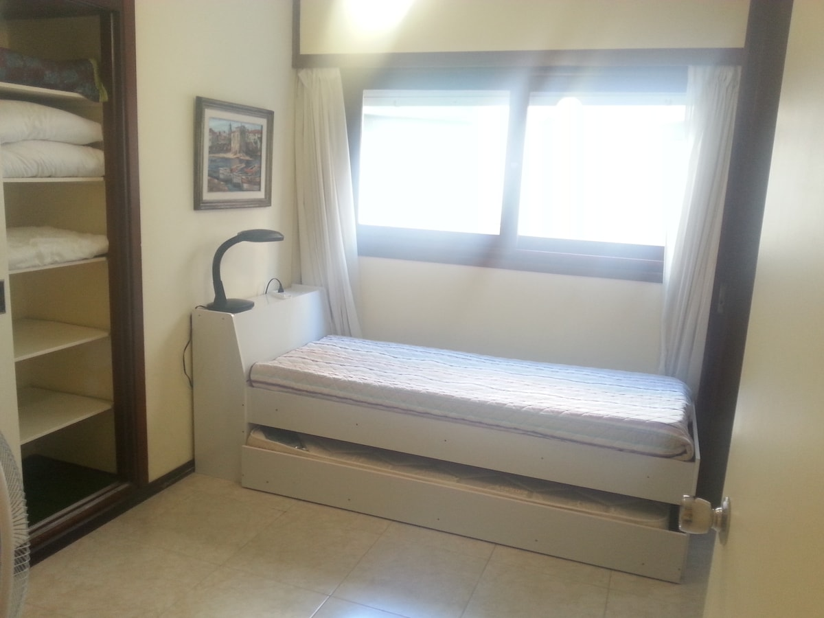 Secondary bedroom (two beds)