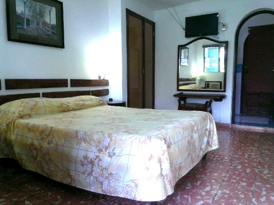 Room for Rent in  downtown Bayamo, Cuba - Bayamo - Bed & Breakfast