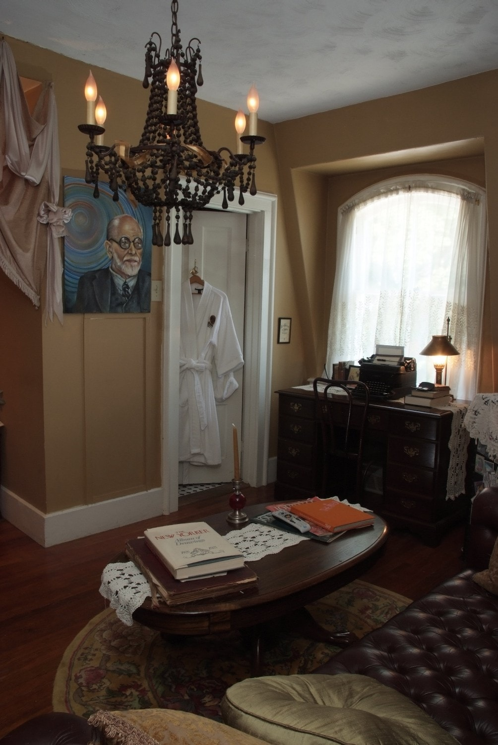 Freud Suite - 2nd room has a leather couch, TV and Twin bed - Private bath