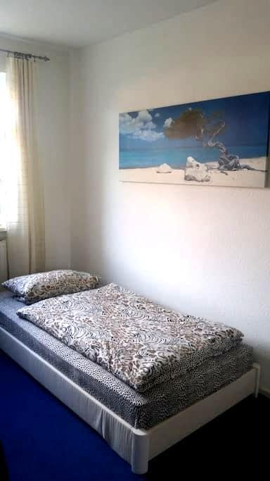 Kleines, helles, ruhiges Zimmer zum Wohlfühlen - Lüneburg - Appartamento