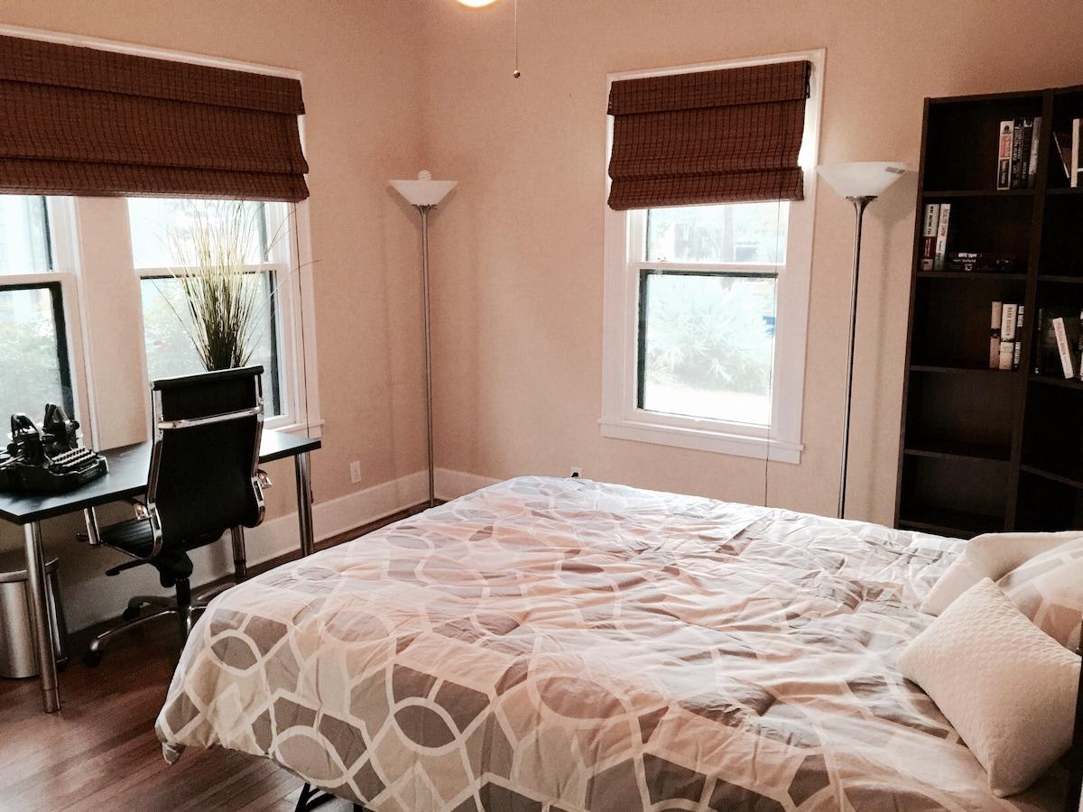 Cozy Room in Mid Century SoCo Home
