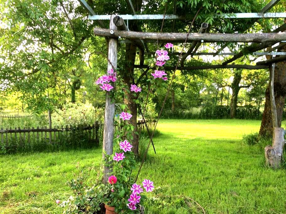 Chambres calmes à la campagne avec Petit Déjeuner - Pierre-de-Bresse