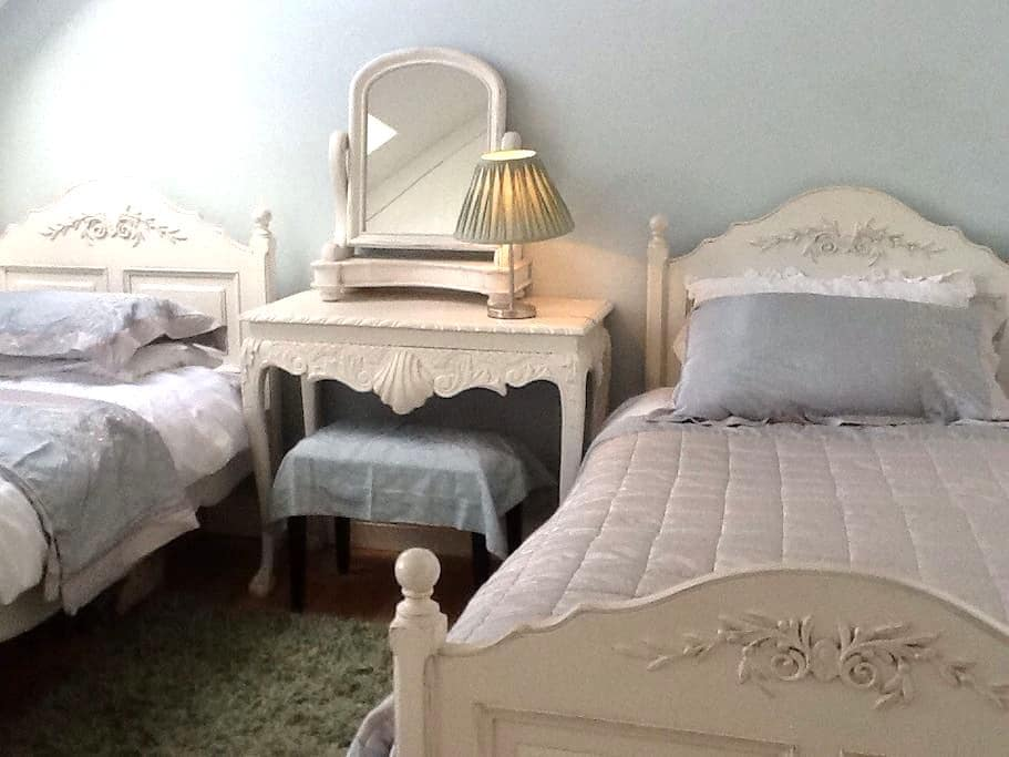 Top Room  for One or Two - Limerick - Bed & Breakfast
