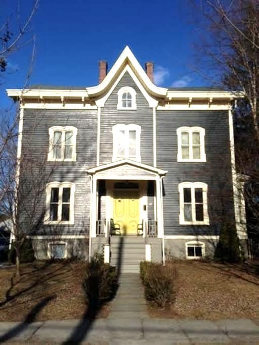 Victorian In Saugerties Village - Saugerties - Huis