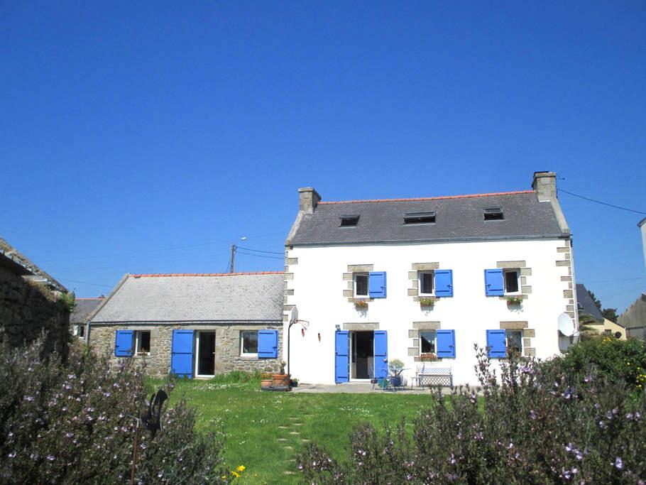 la maison aux mouettes et aux volets bleus - Lampaul-Plouarzel - House