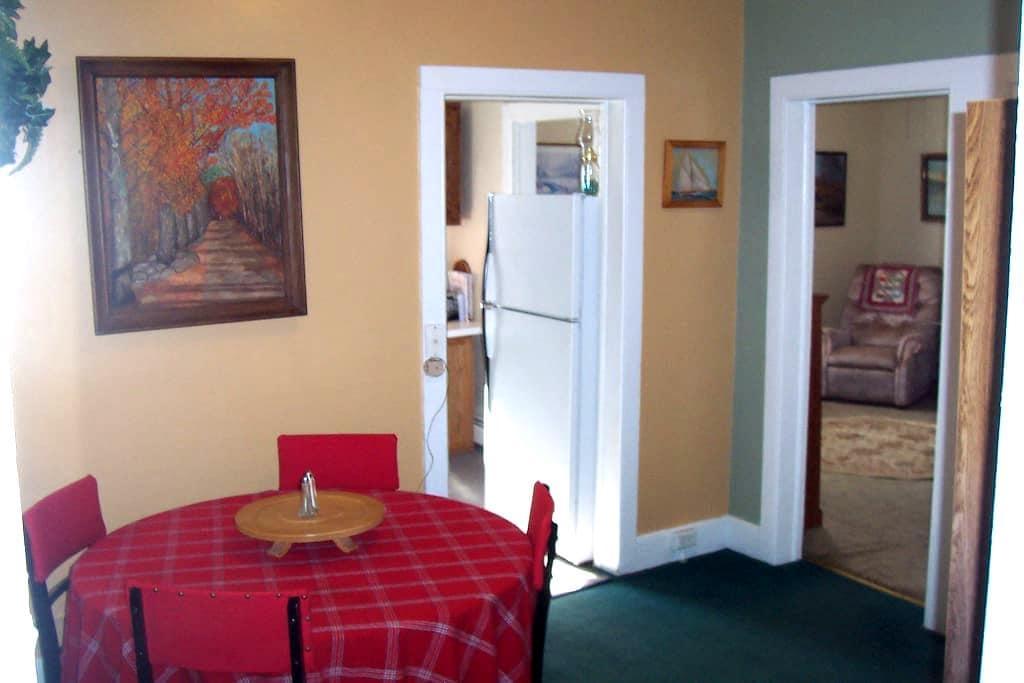 Cozy village home - Hobart - Huis