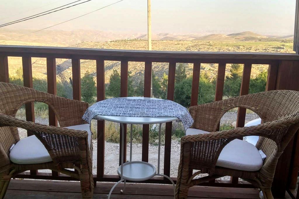 Charming house above wadi Tekoa - תקוע