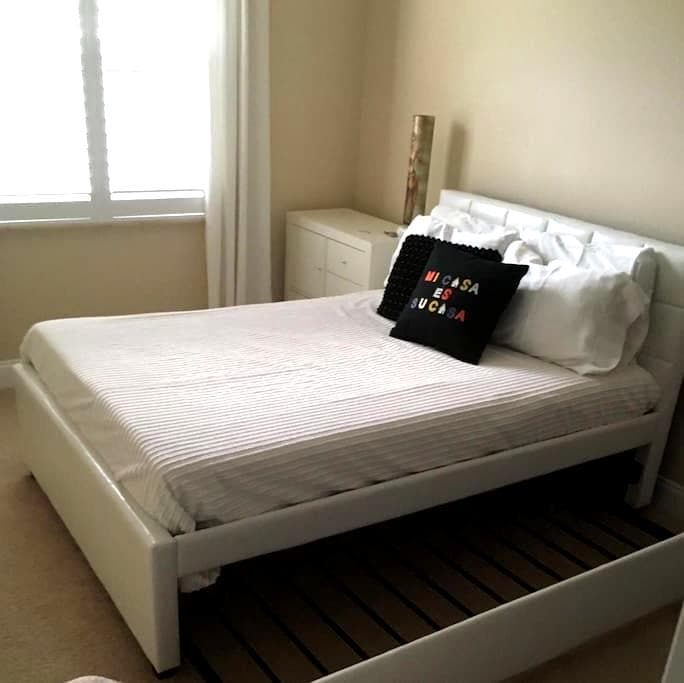 New Place, Another NEW Room, NEW everything - Maitland