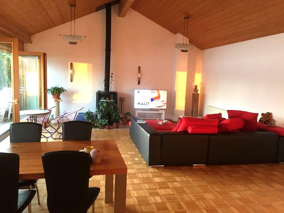 Gästezimmer mit Seeblick und gemütlichem Ambiente - Merligen - Appartement