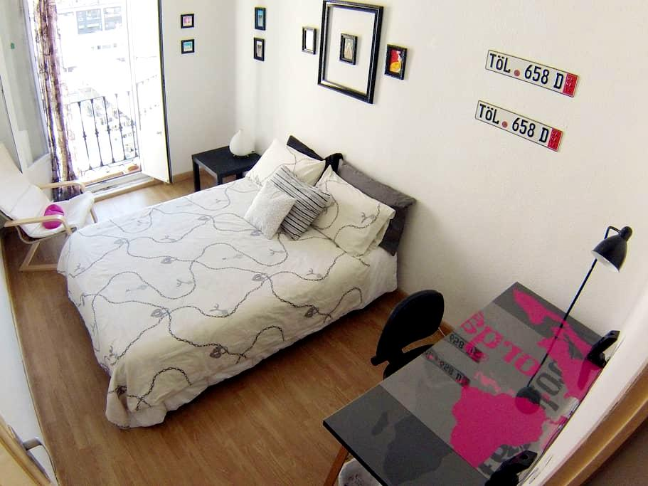 HAPPY ROOM-CENTER MADRID-ATOCHA - Madrid - Bed & Breakfast