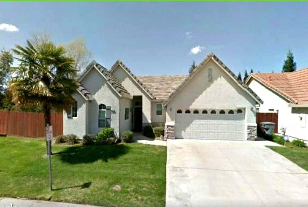Amazing clean nicely furnished home - Granite Bay