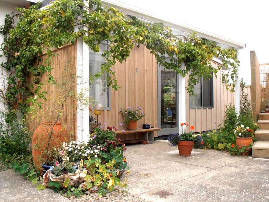 Mapua Studio Quality Accommodation with Woodfire - Mapua - Apartment