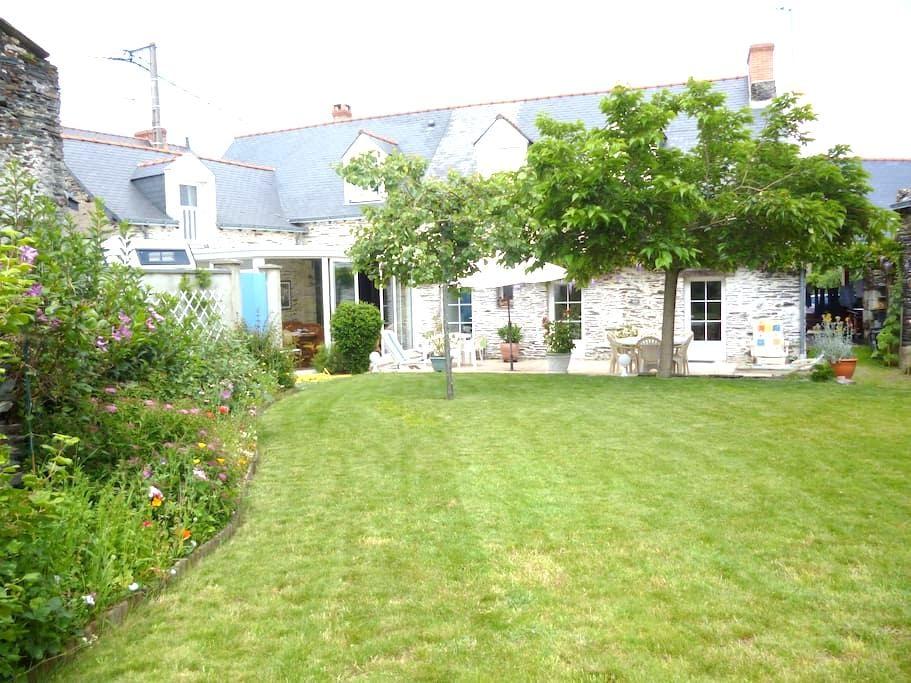 MAISON EN SCHISTE BORD DE LA LOIRE  - Saint-Jean-des-Mauvrets - Casa