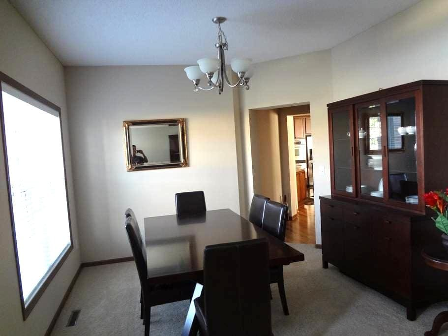 Spacious, clean, nicely furnished - Cottage Grove