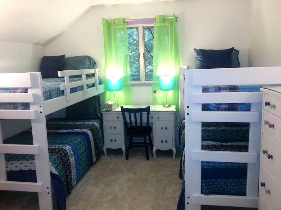 Incredibly affordable bunk room for 4 - Saranac Lake - Bed & Breakfast