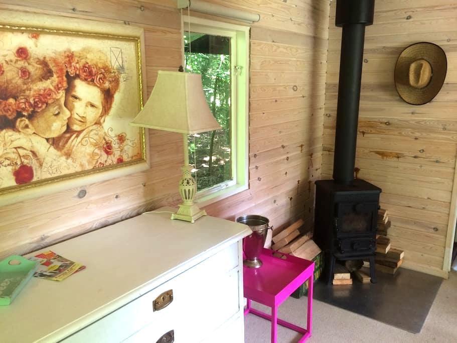 Hyggeligt lille sommerhus på landet - Dronninglund - Stuga