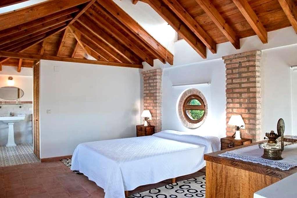 Charming  house just 3 km from Granada Apt Torreón - 그라나다 - 단독주택