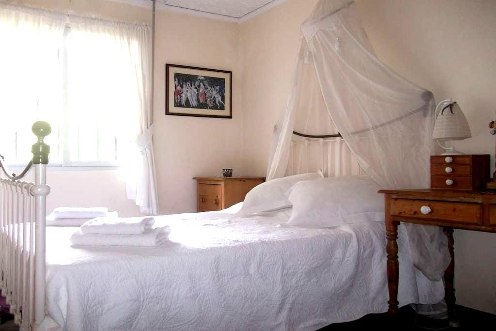 Double bedroom, Riverside Finca retreat/Wi-Fi - Villalonga - Villa