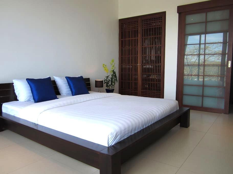 Stylish Sea View Room in Bang Tao Bed&Breakfast - Phuket Thailand - Inap sarapan