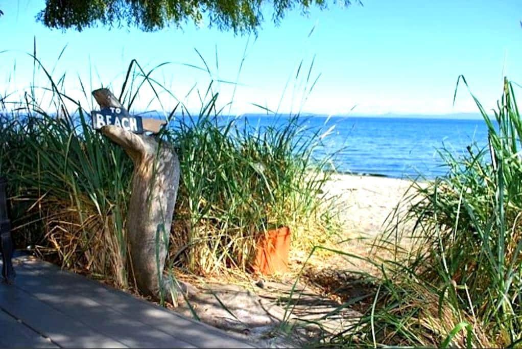 Beach House Retreat in Cordova Bay - Victoria - Hytte