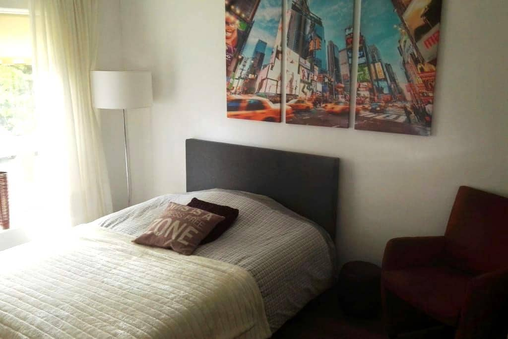 Spacious 1-3 person room - Hoofddorp - Hus