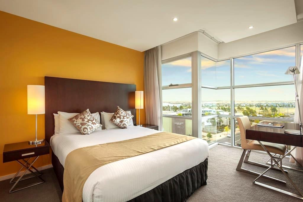 Quest Caroline Springs 1 Bedroom Apartment - Caroline Springs - Byt