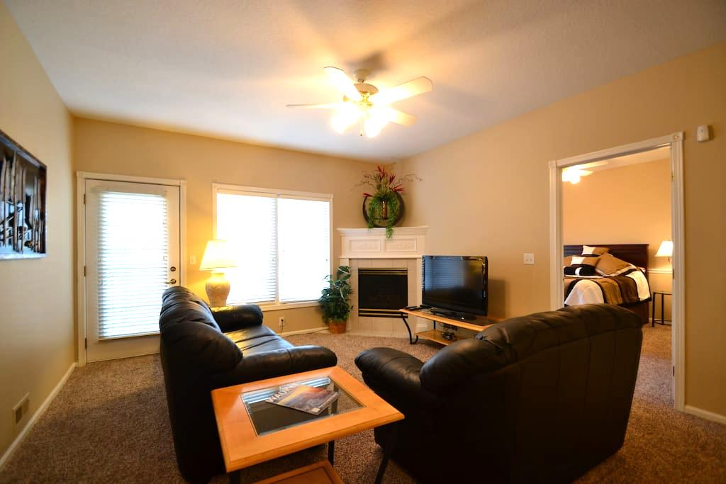2 Bedroom 2 Bath Condo in Waukee/West Des Moines - Waukee - Apartament