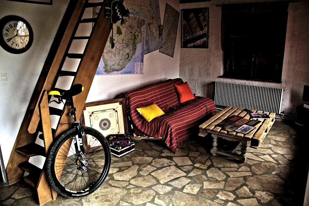 Appartement indépendant dans maison en pierres - Saint-Marcel-Bel-Accueil - Huis