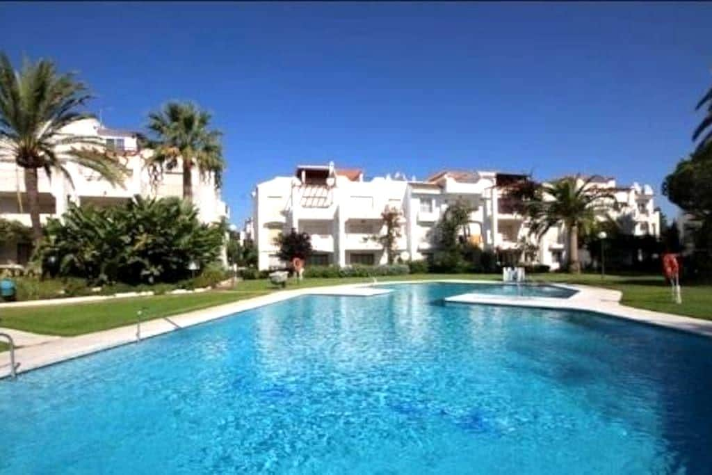 Beach side with pool and gardens - Playa del Sol Villacana