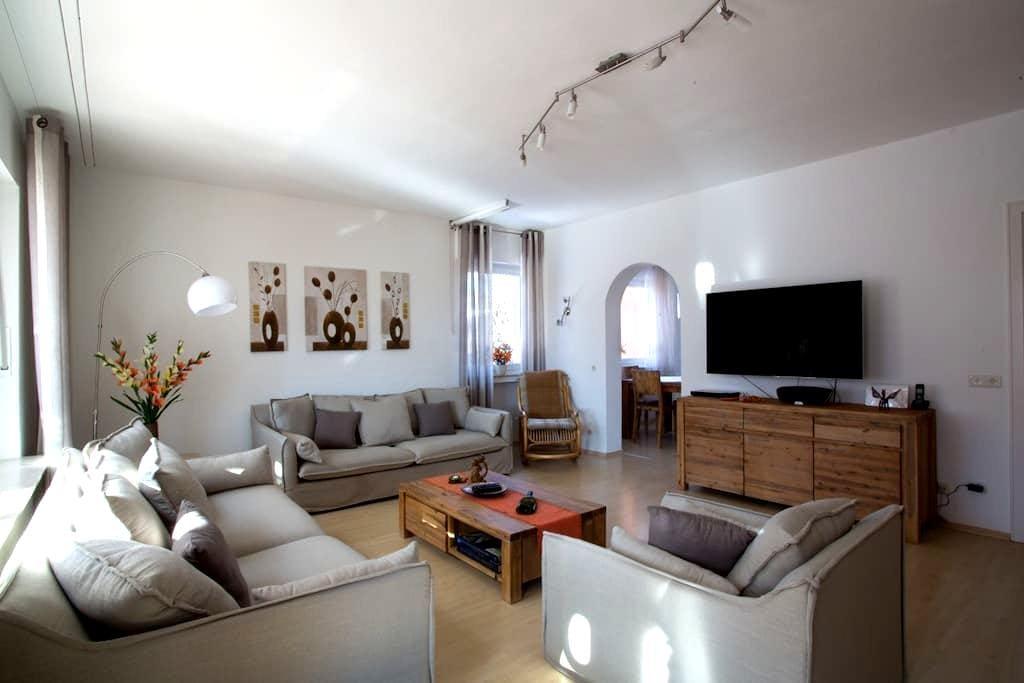 Großzügiges, modernes Haus in eigenem Garten - Murnau am Staffelsee - 아파트