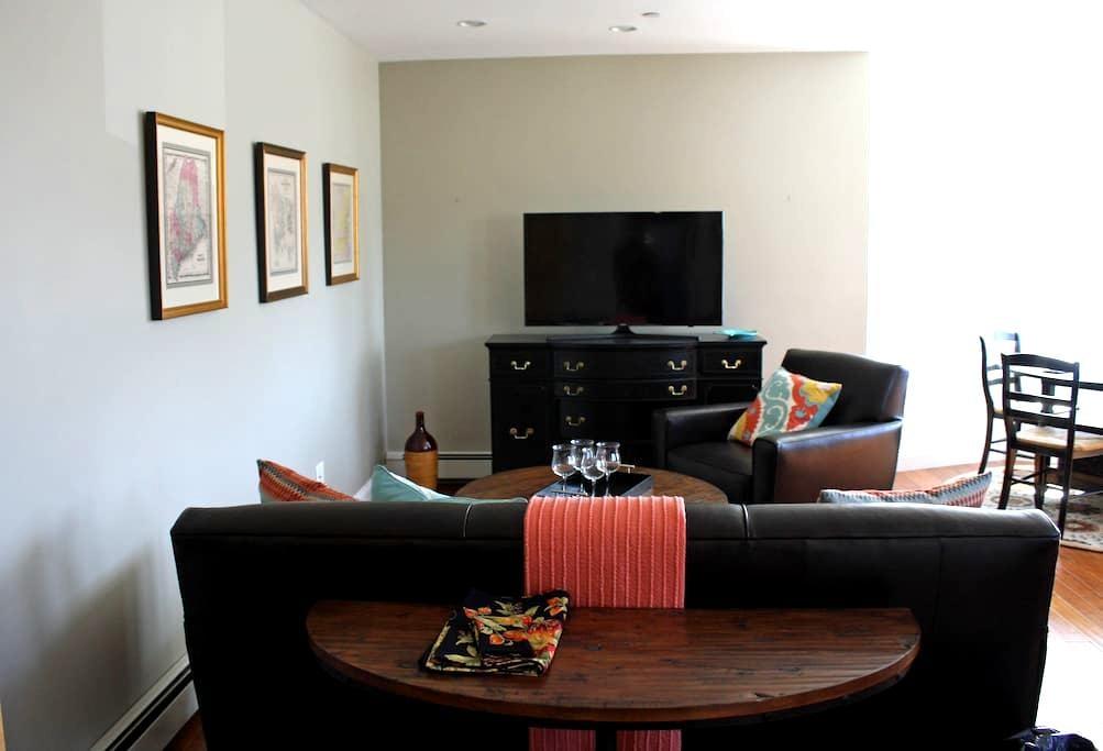 Victorian Downtown Condominium - Rockland - Condominium