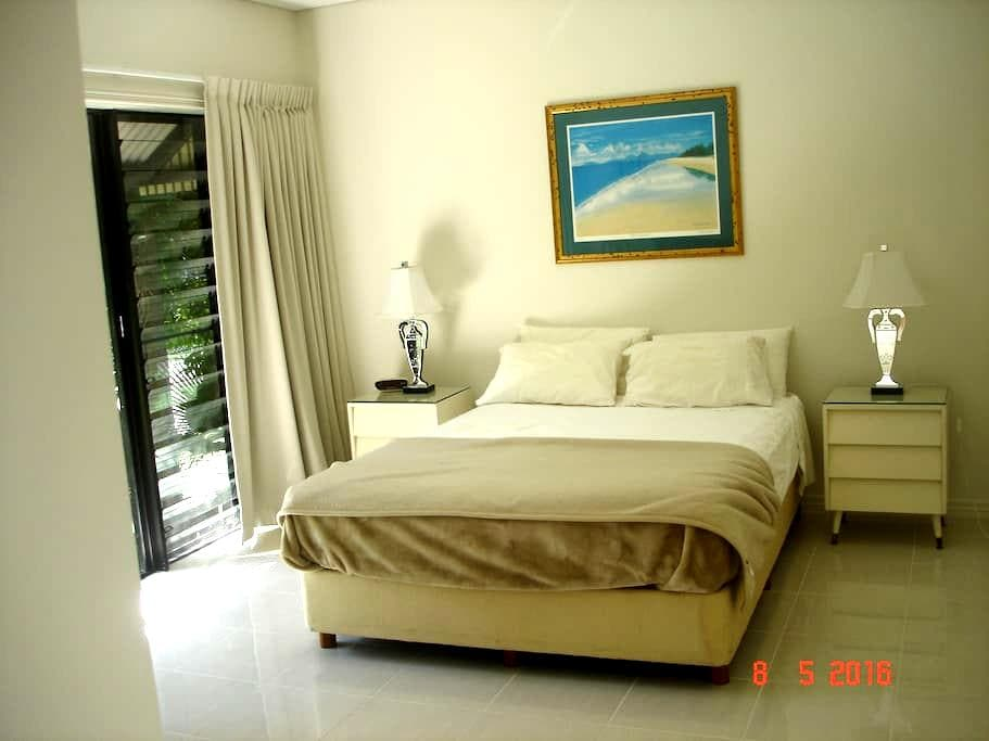 Comfort and warm welcome - Port Douglas - Villa