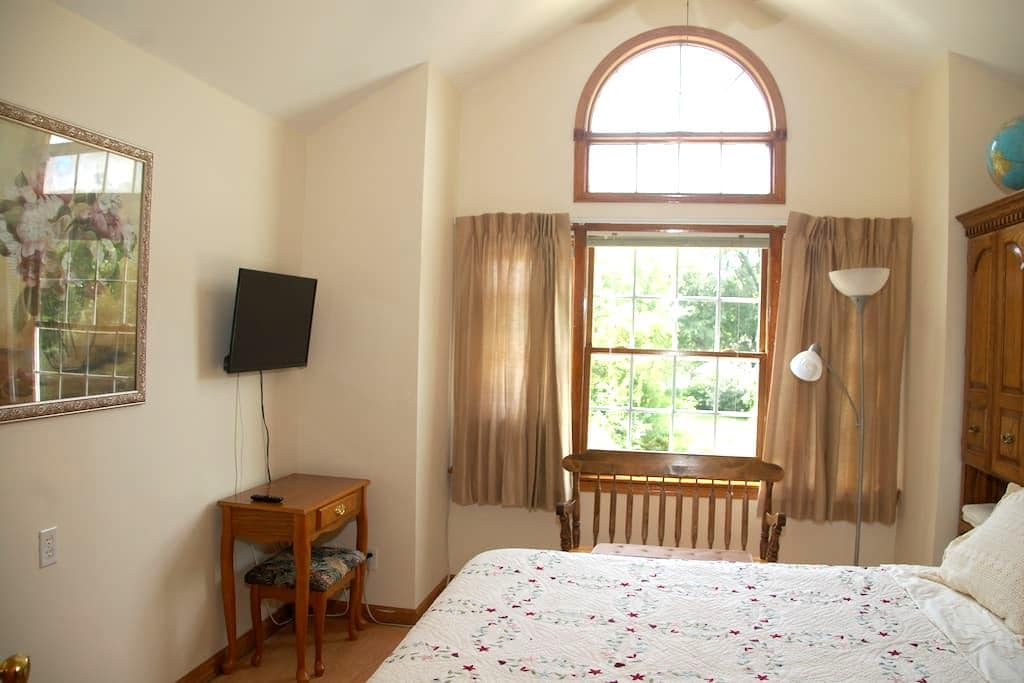 Large Bedroom In Beautiful Cozy Home - Granville - House