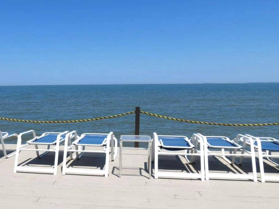 Beautiful Family-Friendly Lakeside Condo - Port Clinton