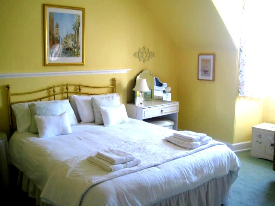 Double, shared BR, Brodie, Scotland - Forres - Bed & Breakfast