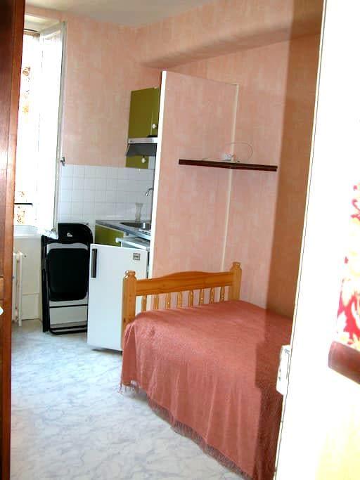 studio N° 6  avec un cabinet de toilette - Néris-les-Bains