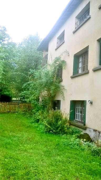 Calme et nature en Auvergne - Saint-Jacques-d'Ambur - บ้าน