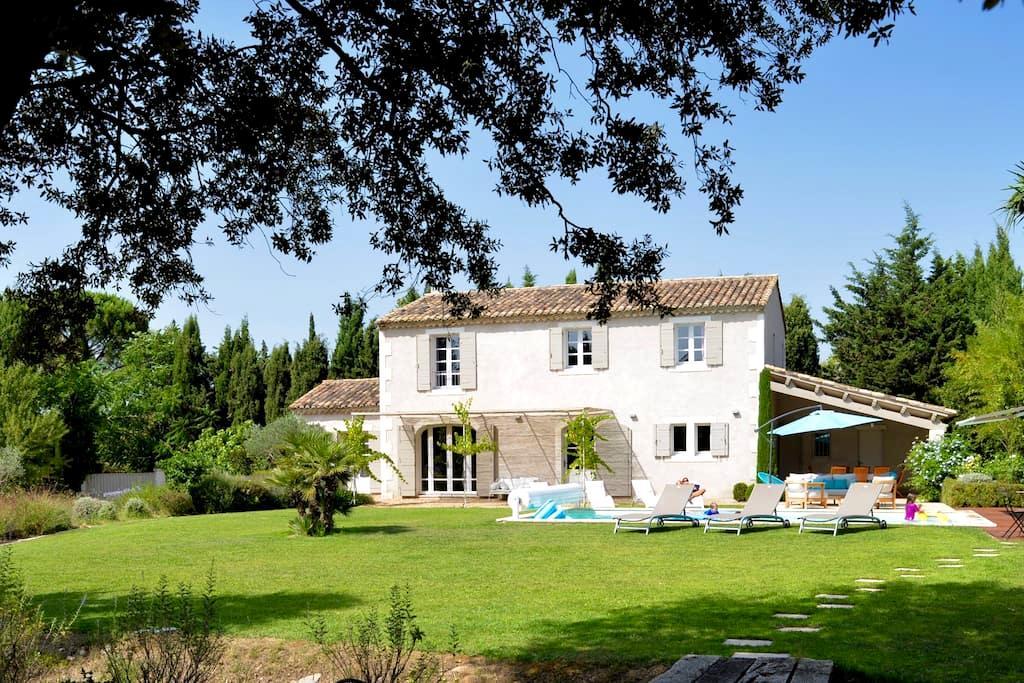 Très joli mas au calme, 4 kms de Saint Rémy - Saint-Rémy-de-Provence
