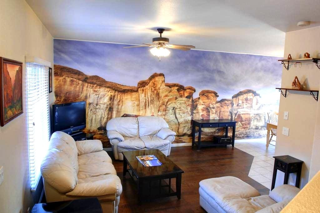 Townhome by Zion,Bryce,Grand Canyon - Kanab - Adosado
