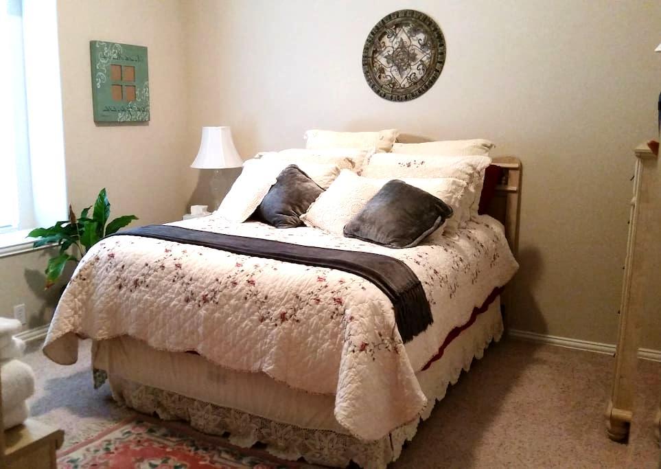 Private Bedroom (Green Room) - 2 w/ private bath - Mansfield
