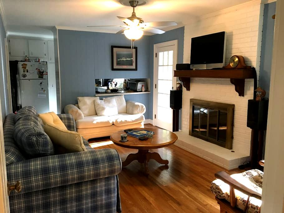 Peaceful home away from home in Stone Mountain - Stone Mountain - Ev