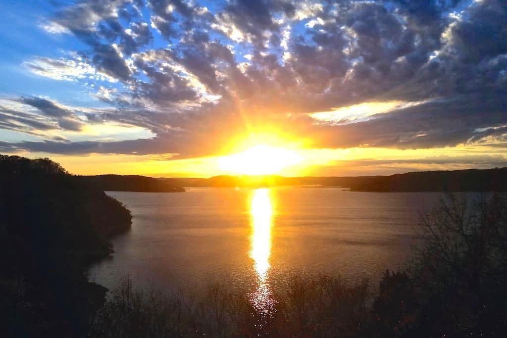 Sunset Cove on Beaver Lake - Eureka Springs - House