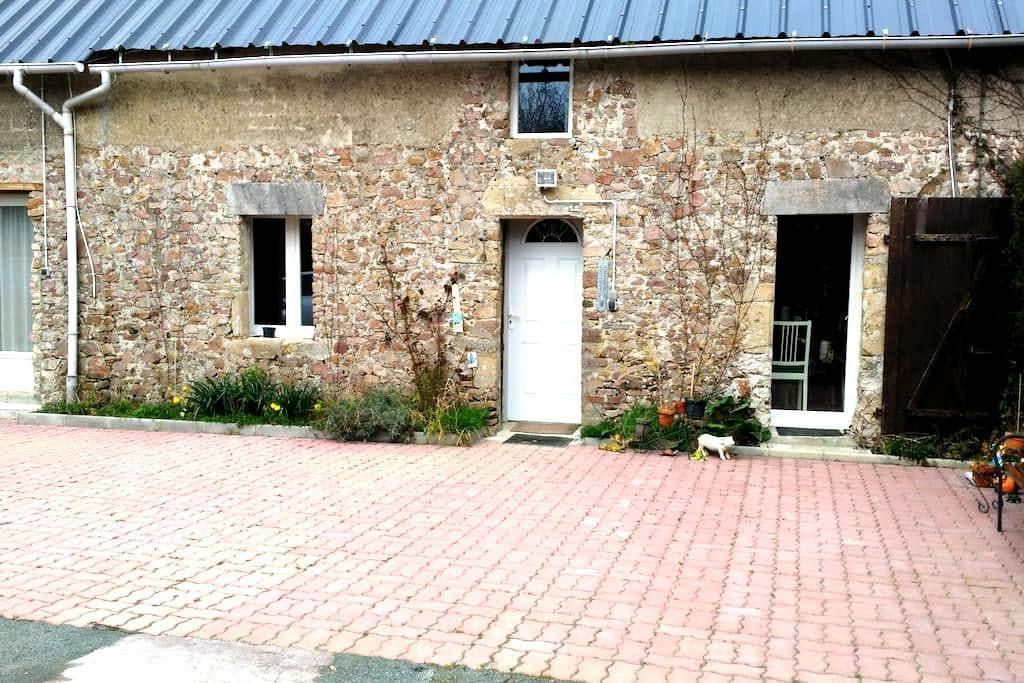 Chambre privée avec salle de bain comme à l' hôtel - Geffosses - 타운하우스