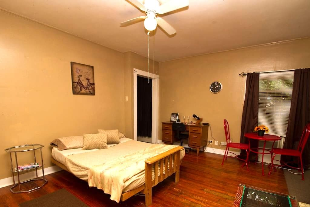 Cajun Hostel STUDIO Downtown - Lafayette - Apartment